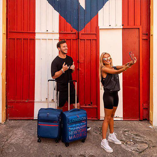 c57da27252452 Średnia poszerzana walizka lekka American Tourister Matchup na 4 kółkach ...